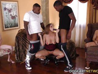 Порно с двумя брюнетками анал