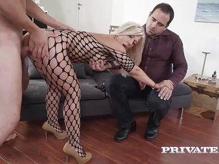 Жена дрочит мужу смотреть онлайн